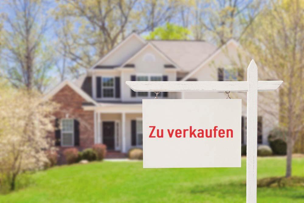 https://kdimmobilienwerk.de/wp-content/uploads/2019/05/iStock-177722838_Haus_verkaufen_klein.jpg